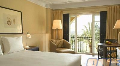 חדר המלון שמחכה לצהובים