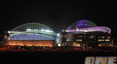 מראה האצטדיון בלילה – רן אליהו (ONE)