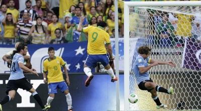 פרד כובש לזכות ברזיל (רויטרס)