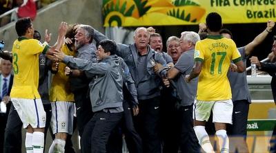 שחקני נבחרת ברזיל חוגגים עוד שער (רויטרס)