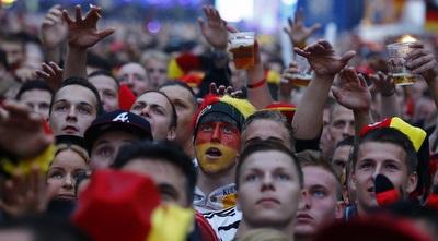 אוהדי גרמניה בפתיחת המשחק (רויטרס)