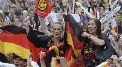 אוהדות גרמניה ביציע  (רויטרס)