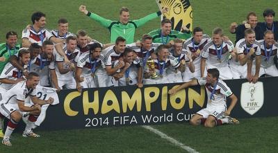 נבחרת גרמניה חוגגת זכייה (רויטרס)