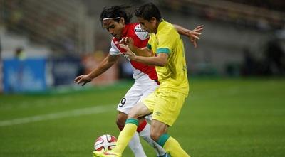 פלקאו ובדויה במאבק על הכדור (רויטרס)