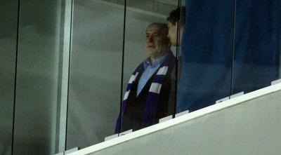 ראש הממשלה, בנימין נתניהו, צופה מהיציע (עמית מצפה)