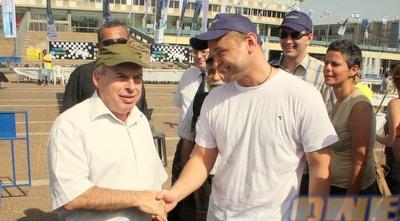 אליק גרשון ונתן שרנסקי בכיכר רבין (משה חרמון)