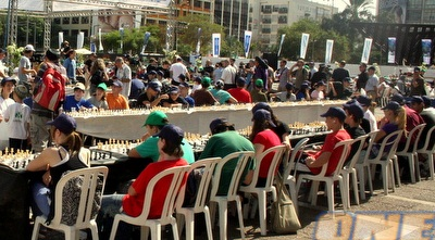 לוחות השחמט כבר הוכנו מראש למשתתפים הרבים (משה חרמון)