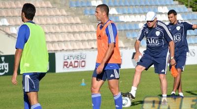 בן שהר באימון נבחרת ישראל. לפחות לצרפתית הוא רגיל מהאימונים