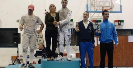 מאור חטואל על הפודיום לאחר שסיים במקום הראשון