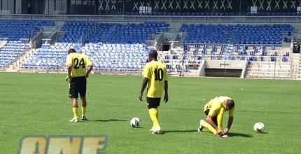השחקנים באצטדיון החדש (האתר הרשמי של מכבי נתניה)