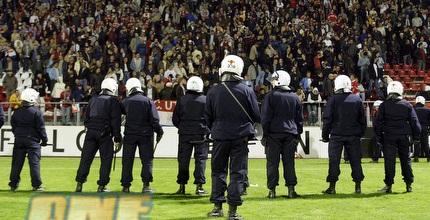 המשטרה מול אוהדי אוטרכט. לא חדש (GettyImages)