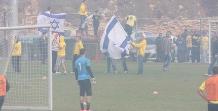 רימוני עשן ודגלי ישראל באימון בית