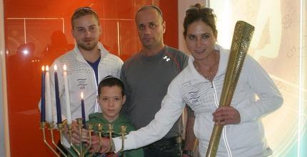 לי קורזיץ וסרגיי ריכטר בהדלקת הנרות (חגי ניזרי)