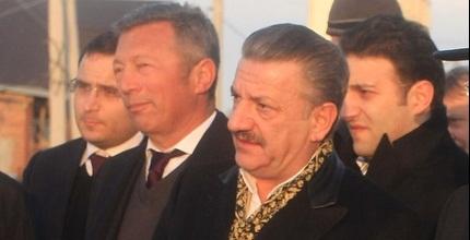 גאידמק ואיסמאילוב בטקס (האתר הרשמי של בית&qout;ר)