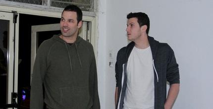 אורי קוקיה (משמאל) עם גיא פניני (יניב גונן)