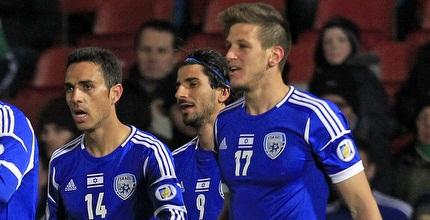שחקני נבחרת ישראל חוגגים (רויטרס)