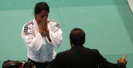 ג´רבי פורצת בבכי בסיום הקרב (רויטרס)