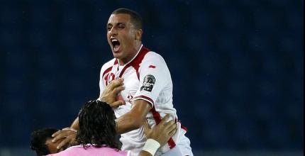 נבחרת טוניסיה חוגגת בדרך לרבע הגמר (רויטרס)