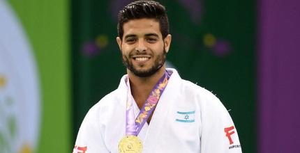 שגיא מוקי עם המדליה (הוועד האולימפי בישראל)