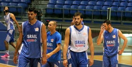 שחקני נבחרת ישראל באימון (משה חרמון)