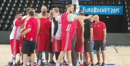 נבחרת פולין מתכוננים למשחק (דובי פיק)