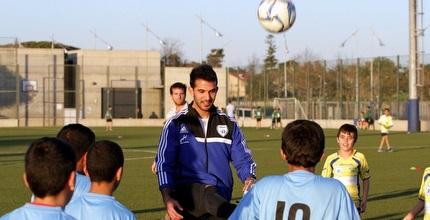 אוראל דגני משחק עם הילדים (יניב גונן)
