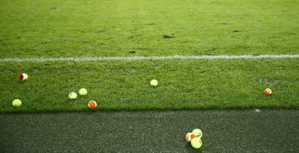 כדורי הטניס שזרקו למגרש אוהדי דורטמונד (רויטרס)