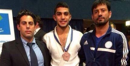 טוהר בוטבול עם המדליה באליפות אירופה לג'וניור