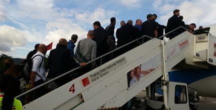 נבחרת ישראל עולה למטוס החלופי (דורון בן דור)