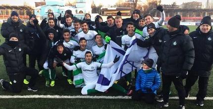 שחקני הנוער חוגגים העפלה (האתר הרשמי של מכבי חיפה)