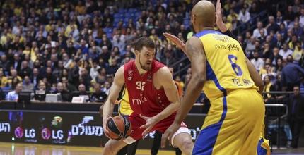 אוגניאן קוזמיץ' עם הכדור (איציק בלניצקי)