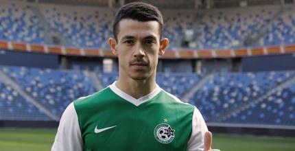 רשמי: אזמי חתם לשנתיים וחצי במכבי חיפה