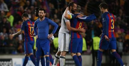 מסי ושחקני ברצלונה מתוסכלים (רויטרס)