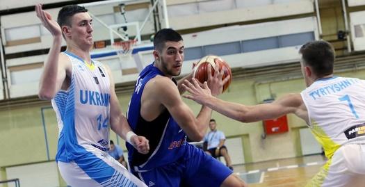 יובל זוסמן חודר לסל (FIBA)
