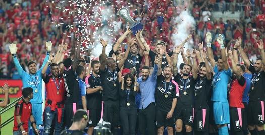 ברדה ושחקני באר שבע מניפים גביע (רדאד ג'בארה)