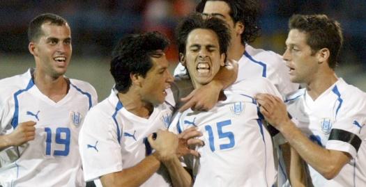 שחקני הנבחרת חוגגים עם בניון נגד שוויייץ (רויטרס)