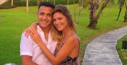אלכסיס סאנצ'ס עם חברתו מייטה רודריגס