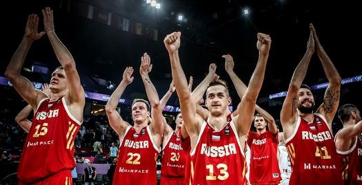 שחקני רוסיה חוגגים (FIBA)
