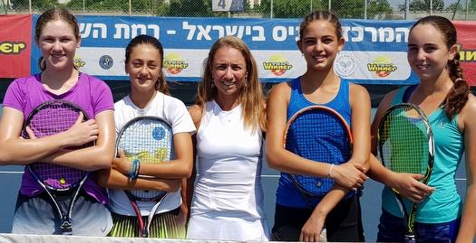 אנה סמשנובה והבנות (צילום: לידור גולדברג)