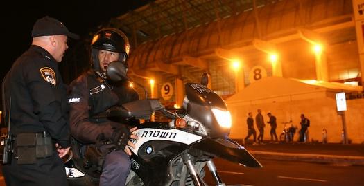 שוטרים מחוץ לאיצטדיון טדי (רדאד ג'בארה)