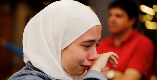 אוהדת סורית בוכה (רויטרס)