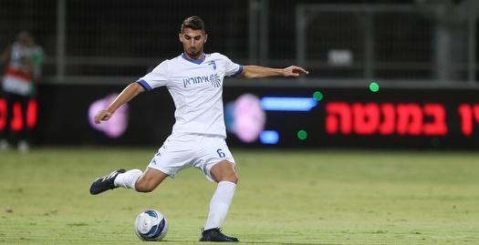אמיר נסאר עם הכדור (אחמד מוררה)