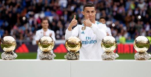 רונאלדו עם כדורי הזהב (רויטרס)