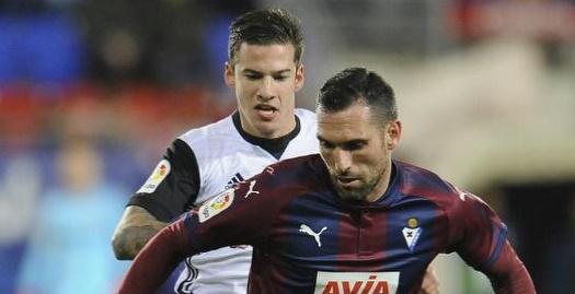 ארבייה שומר על הכדור (La Liga)