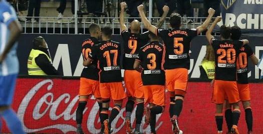 שחקני ולנסיה חוגגים את הניצחון (La Liga)