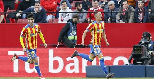 רודריגו וקרלוס סולר חוגגים (La Liga)