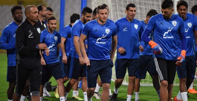 שחקני נבחרת ישראל במהלך האימון (נעם מורנו)