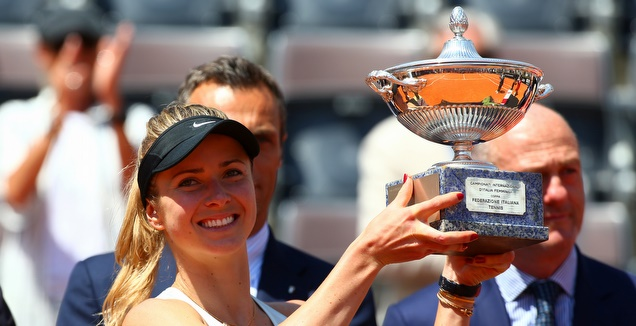 אלינה סביטולינה חוגגת זכייה בטורניר רומא (רויטרס)