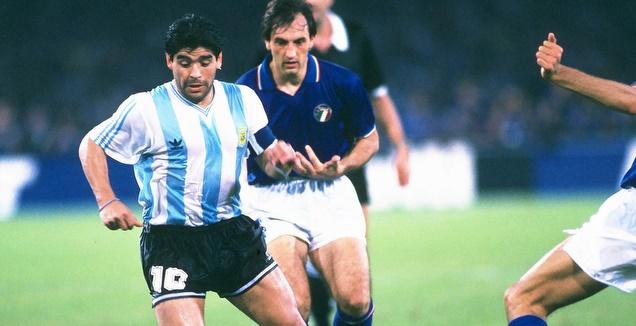 מראדונה במדי נבחרת ארגנטינה (רויטרס)