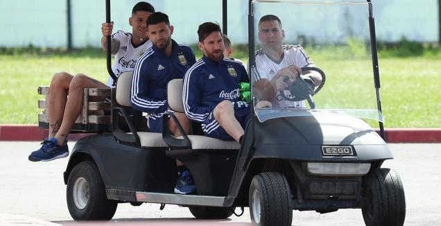 מסי ואגוארו בהרכב ארגנטינה, דיבאלה בספסל